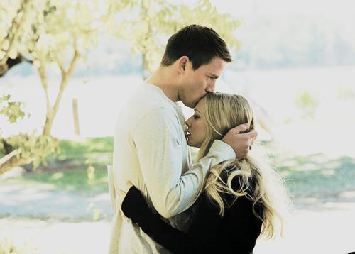 kissing-forehead-couple